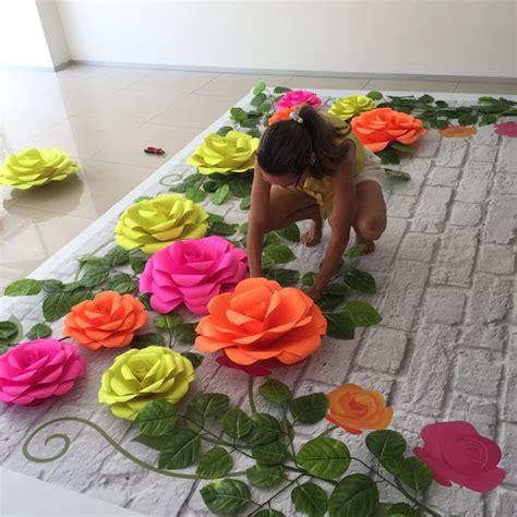 imagenes de flores gigantes curso de flores de papel gigantes kamaleao com painel