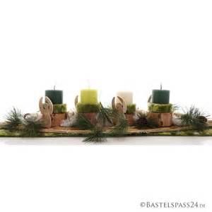 dekoration mit birke adventsgesteck mit trendiger deko aus wolle rebe und