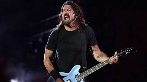 foo fighters fan foo fighters fan launches crowdfunding caign to buy