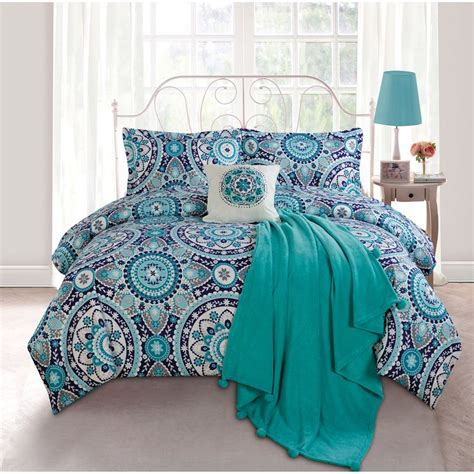 aqua and white comforter 1000 ideas about navy blue comforter on pinterest blue