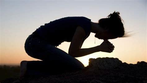 imagenes de hombres orando de rodillas mujeres orando de rodillas buscar con google anna