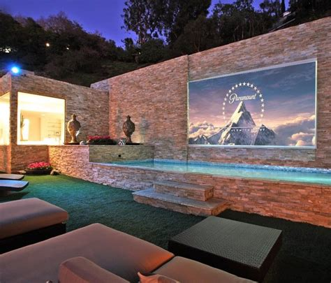 Backyard Projection Screen by Outdoor Projection Screen Garden And Outdoor Projects