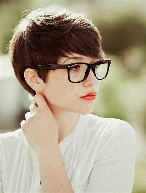 pixie cut curly hair glasses 12 fashionable pixie cuts for round faces hairstylesout