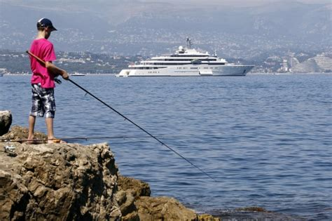 porto di antibes foto lo yatch di abramovich troppo grande per il porto di