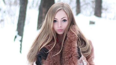 film avec barbie qui devient humaine alina kovalevskaya la nouvelle barbie humaine yzgeneration