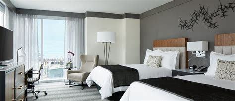 hotels downtown chicago with in room luxury hotel rooms in downtown chicago loews chicago hotel