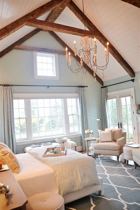 vaulted ceiling bedroom best 25 vaulted ceiling bedroom ideas on pinterest