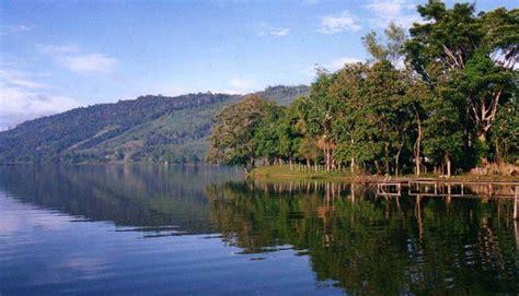 la selva de sara lago lindo adornando los paisajes de la selva peruana fotos