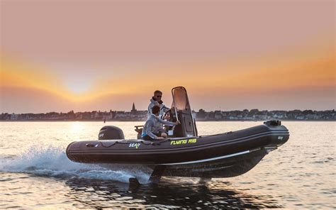 flying rib boat conhe 231 a o flying rib barco que estar 225 em cannes e m 244 naco