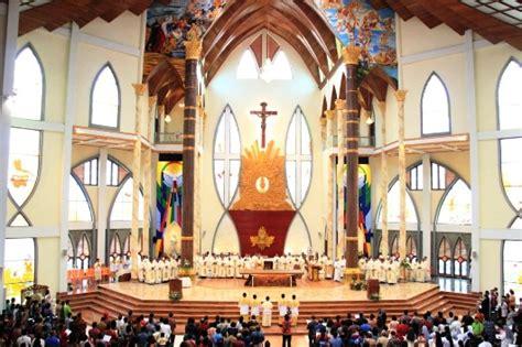 mgr suharyo katedral hati kudus yesus sanggau simbol