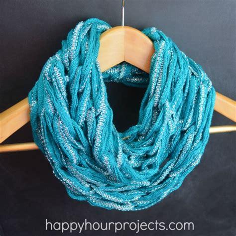 how to arm knit an infinity scarf arm knitting infinity scarf tutorial happy
