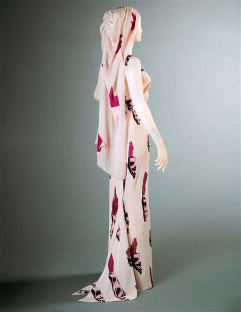 bloom a story of fashion designer elsa schiaparelli books magliette strappate moda e nobili antenati t shirt