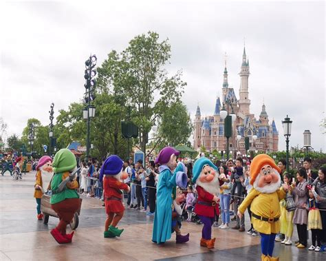 theme park attendance 2017 10 things you need to know about theme park attendance in