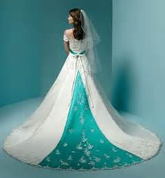 Alternative to the design of the wedding gowns with color accents