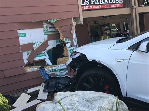 Tesla Roadside Assistance Owner Of New Tesla Model X Crashes Into Building Claiming
