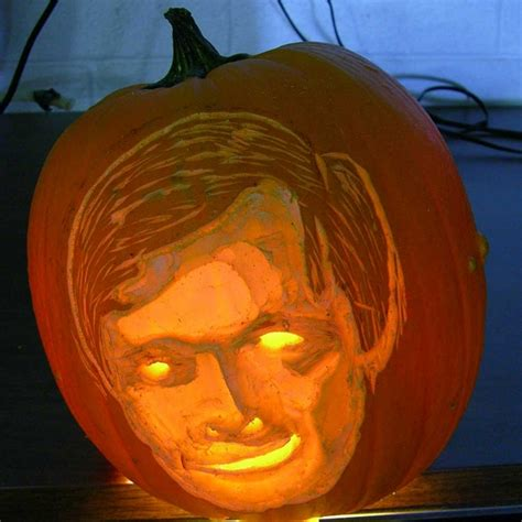 how to carve someone s face on a pumpkin