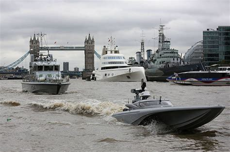 Drone Buat mast royal navy unveils drone boat on river thames daily