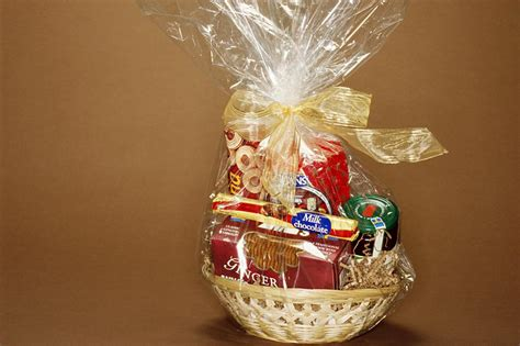 how to make a gift basket at home