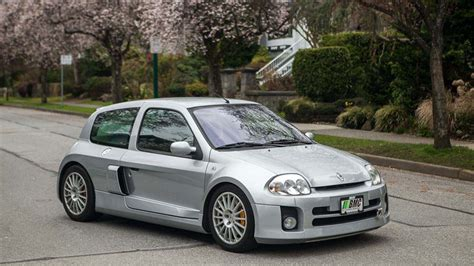 renault clio v6 find of the week 2001 renault clio v6 mk 1 autotrader ca