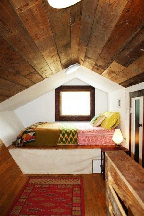 Ordinaire Lit Pour Chambre Mansardee #5: deco-chambre-sous-comble-deco-chambre-mansardee-petite-fenetre.jpg