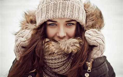 winter girl wallpapers images  pictures backgrounds