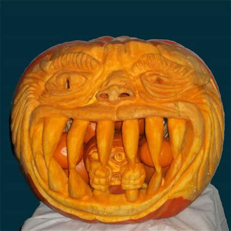 best pumpkin carvings winner pumpkin eater 2011 pumpkin carving