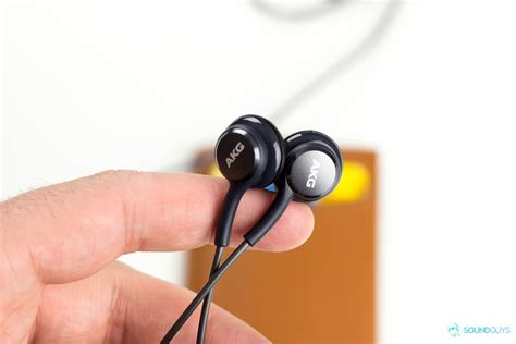 Headset Samsung Akg These Akg Earbuds Come Free With The Samsung Galaxy S8