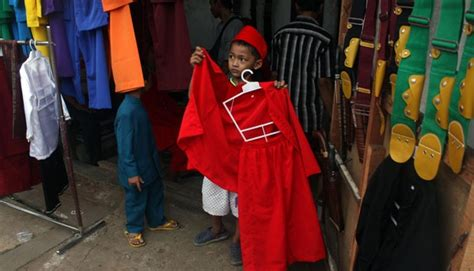 Baju Silat Pangsi ahok siswa tak wajib pakai baju betawi metro tempo co