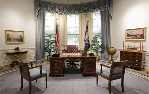 Presidential Desks by File Bush Library Oval Office Replica Jpg Wikipedia