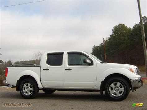 white nissan truck 2006 nissan frontier se crew cab in avalanche white
