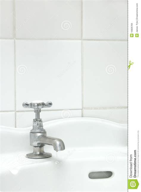 bathtub tap dripping bathtub tap dripping 28 images rotatable bathtub