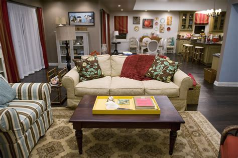 Modern Family Living Room | decorate your home in modern family style phil and claire s house cute furniture