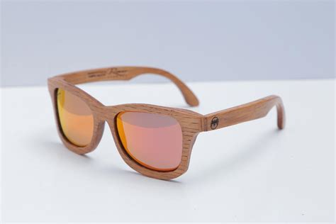 Kacamata Kayu Wooden Sunglasses Recycle bacard 205 crafts wooden sunglasses made from recycled oak rum barrels chilled magazine