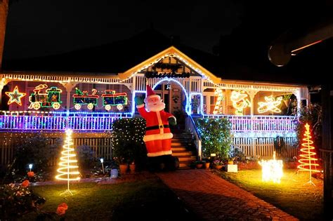 safe christmas lighting tips with bec sparky the builder