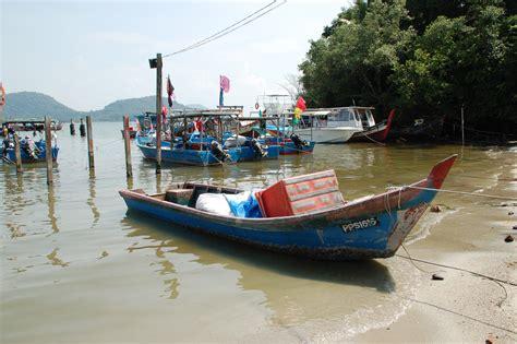malay boat file malaysian fishing boats jpg