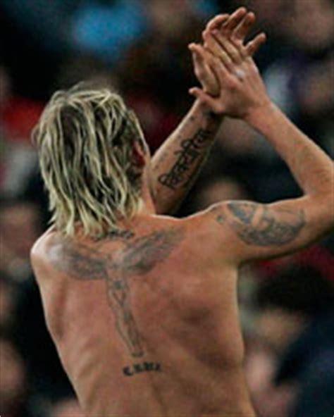 david beckham muestra los tatuajes de su espalda los david beckham a 241 ade un nuevo tatuaje a su colecci 243 n