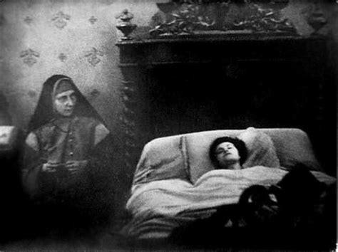 imagenes de leones que dan miedo 27 vintage black and white photos that are pure nightmare fuel