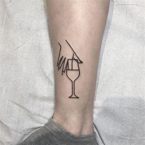 tattoo minimalista masculina menos complexidade e mais tra 231 os simples conhe 231 a as