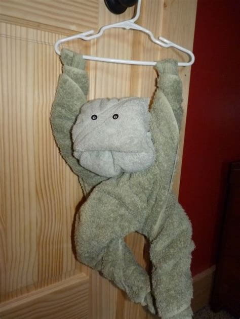 Towel Origami Monkey - 24 things to make out of bathroom towels tip junkie