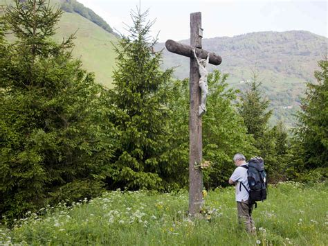 walking alone a pilgrim s guide to the inner journey books a pilgrim prays before a crucifix in somport