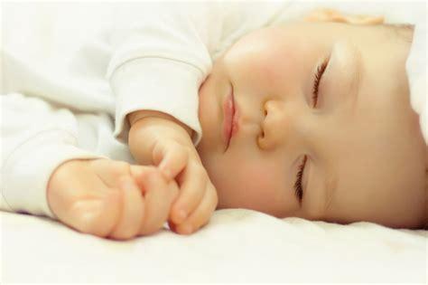 Ranjang Tidur Bayi haruskah bayi anda tidur bersama anda di ranjang