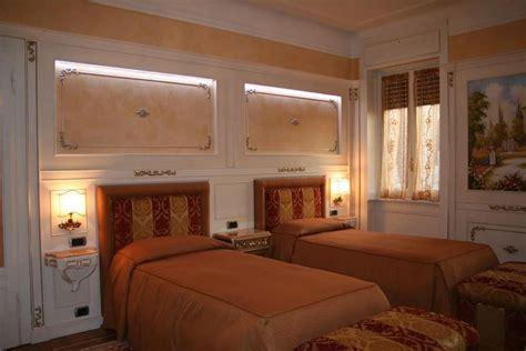 boiserie da letto boiserie in legno per da letto finiture in argento