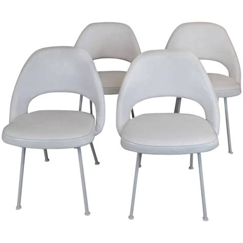 Saarinen Dining Chairs Eero Saarinen Executive Dining Chairs At 1stdibs