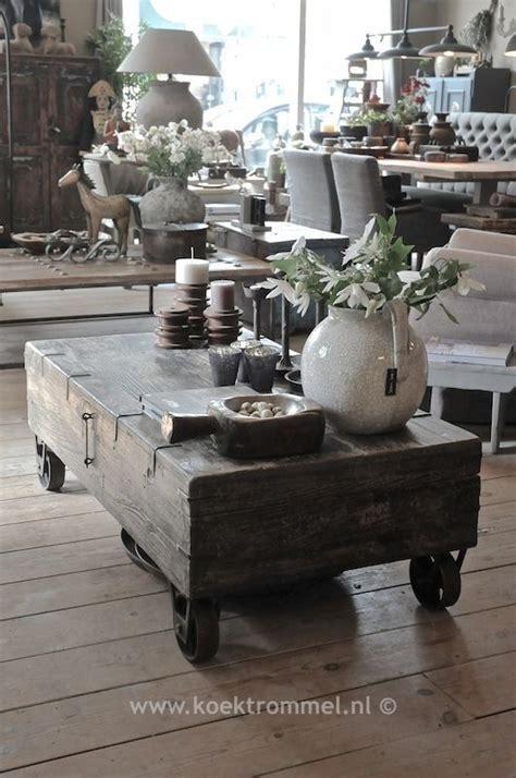 oude kist als salontafel kist op wielen als salontafel landelijke tafels