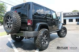 jeep wrangler with 22in fuel throttle wheels and toyo open