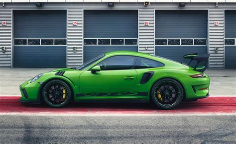 porsche 911 gt3 rs green 2019 porsche 911 gt3 rs green rear end driving photos