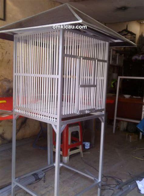 Tempat Kulakan Pakan Burung Surabaya kandang ternak murai batu model 3 pintu beratap genteng
