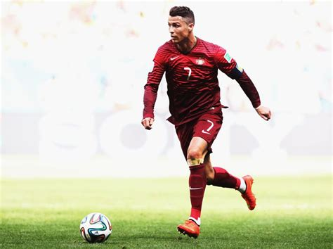 best soccer player the 10 best soccer players of all time