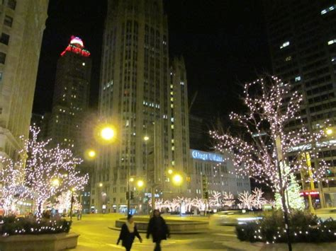 chicago s michigan avenue nighttime holiday photos