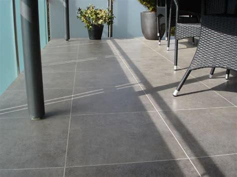 Balkon Fliesen by Fliesen Und Plattenverlegung Im Au 223 Enbereich Balkon